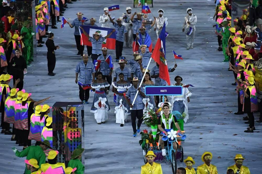 DEFILE DE LA DELEGATION HAITIENNE AUX JO RIO2016