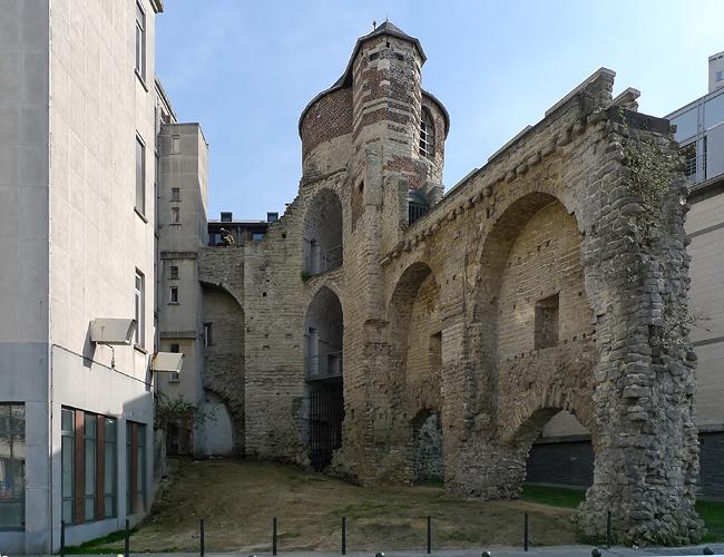 La tour anneessens en vue intra muros d voile ses for Porte noire brussels