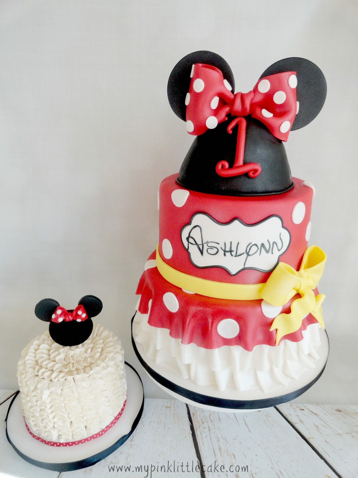 To Complement The Minnie Mouse Cake I Made A Ruffle Buttercream Smash With Silhouette Red And White Polka Dot Bow