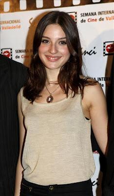 Maria Valverde Hairstyle 20