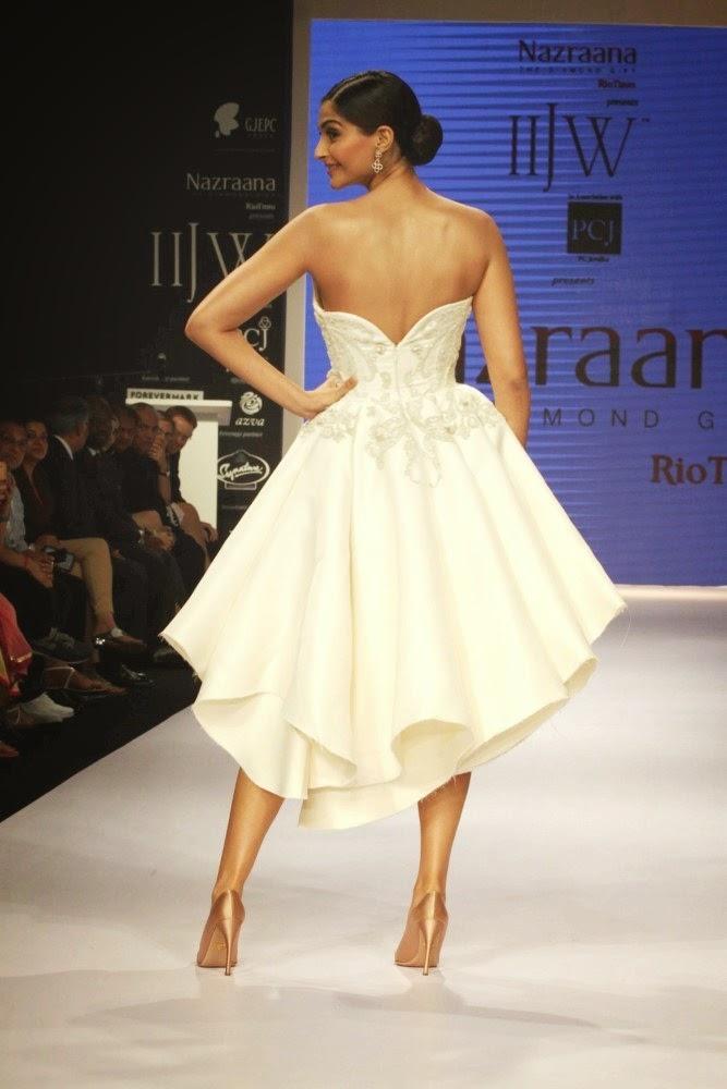 Sonam Kapoor at India International Jewellery Week (IIJW)-2014