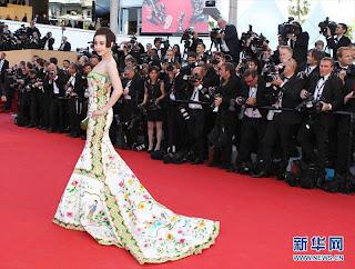 Gaun Artis Cantik