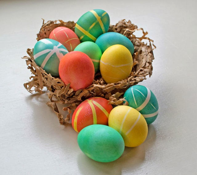 using rubber bands to dye easter eggs