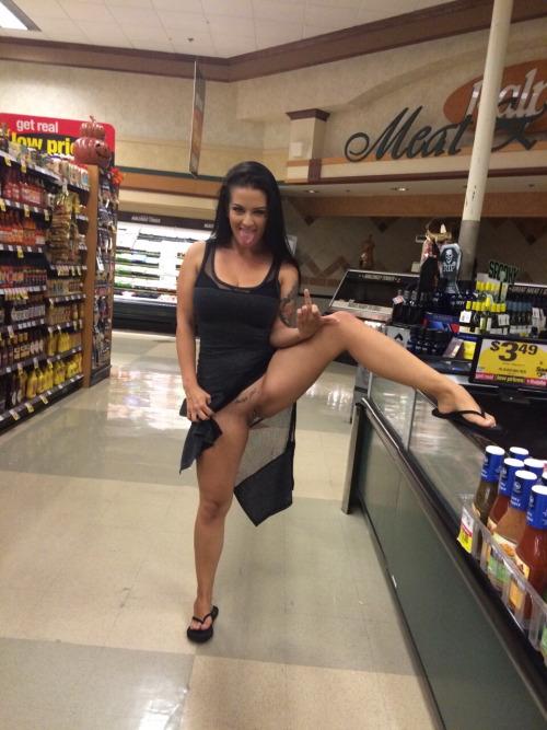 Amateur Up Skirt Posing - Voyeur Upskirt