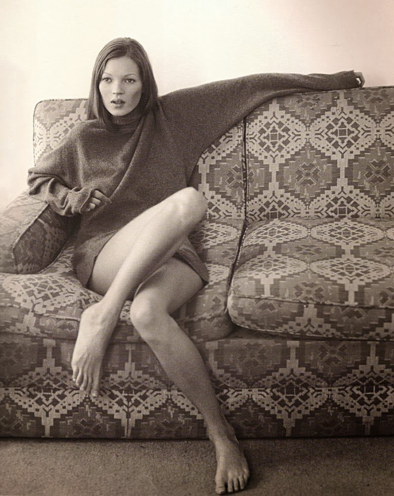 kate moss black white sofa couch young