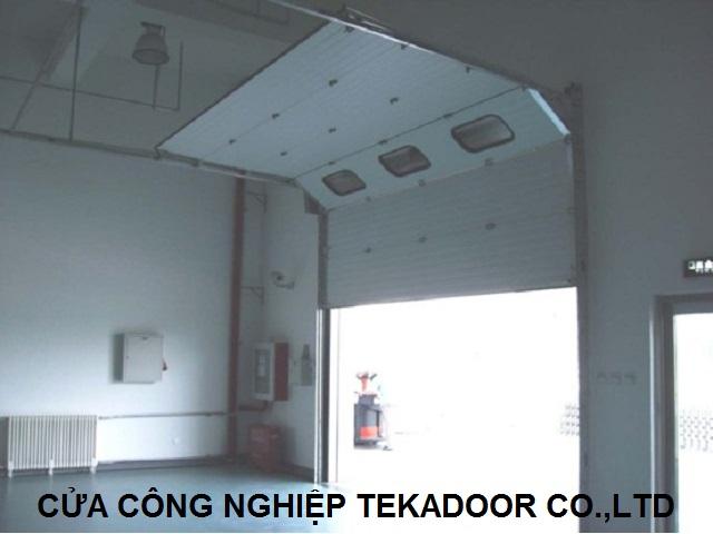 Cửa cuốn trượt trần cách nhiệt Sectional Overhead Door