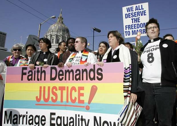 Tribunal considera inconstitucional proibição de casamentos  entre pessoas do mesmo sexo (Foto: AP)