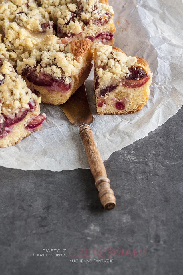 ciasto z owocami i kruszonką, z czereśniami, ciasto ucierane, przepisy, czereśnie, letnie ciasto