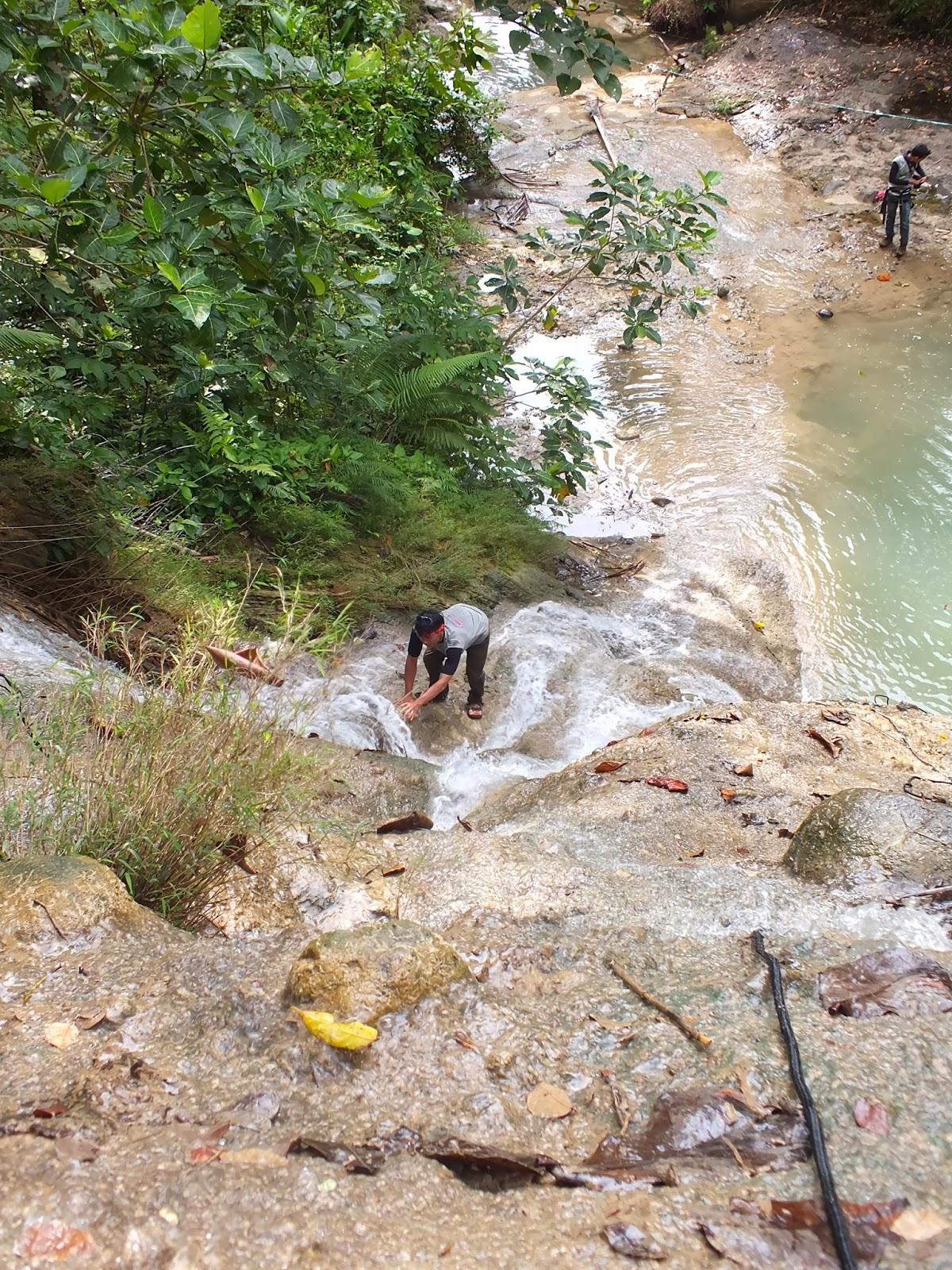 Panjat Tebing Sungai