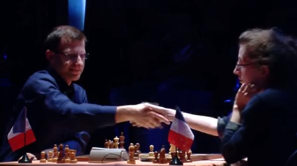 La belle victoire de Marie Sebag face à Tigran Gharamian lors de la ronde 1 du Trophée d'échecs Karpov 2015 - Photo © capechecs