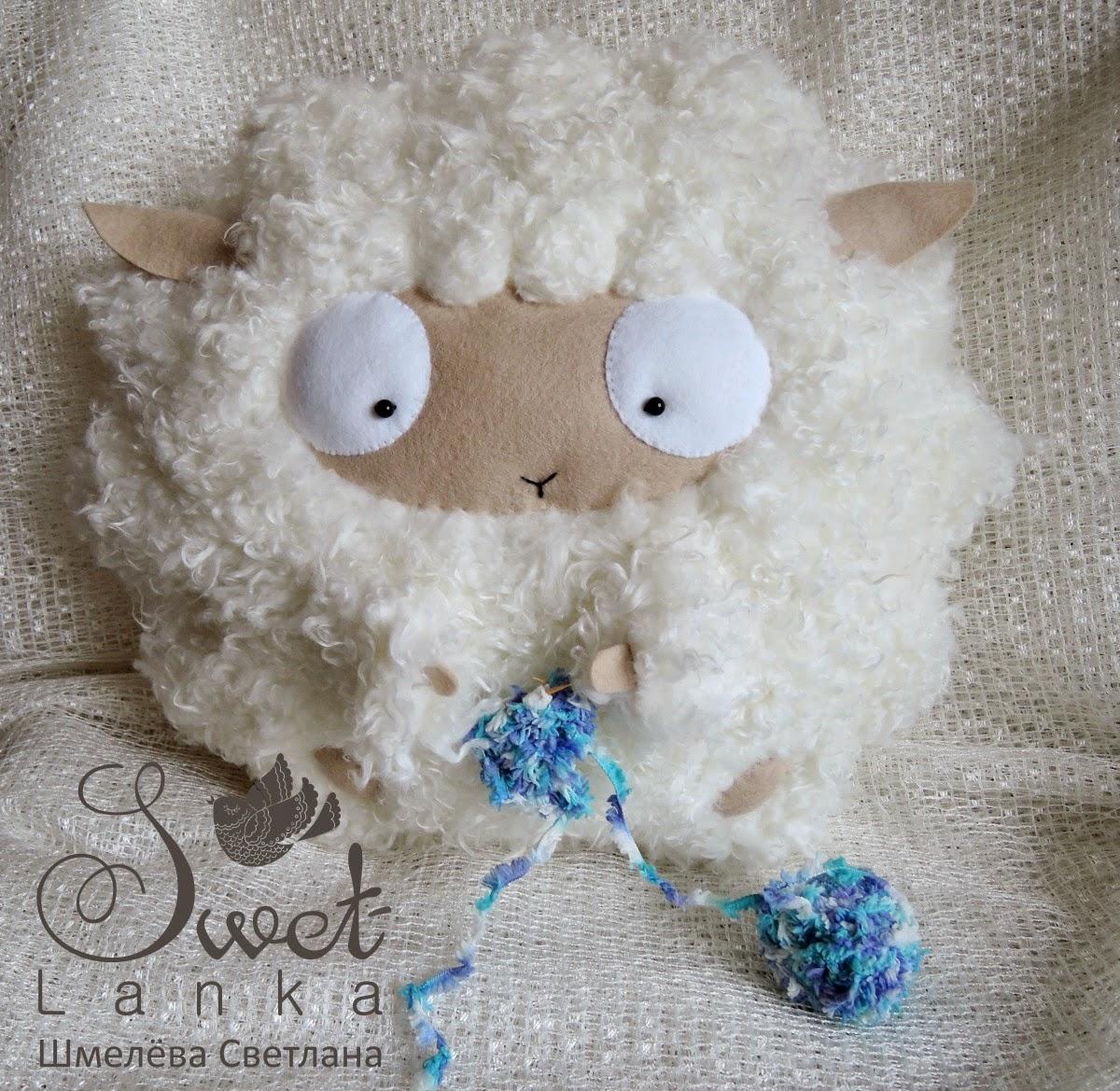 овечка с вязанием