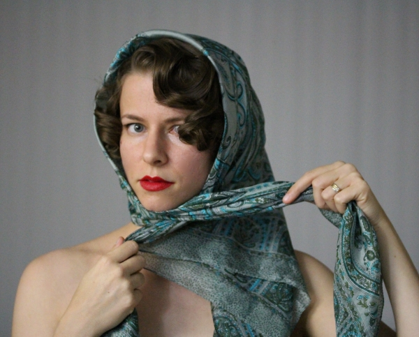 Tutorial on Vintage Head Scarf #hair #vintage #scarf