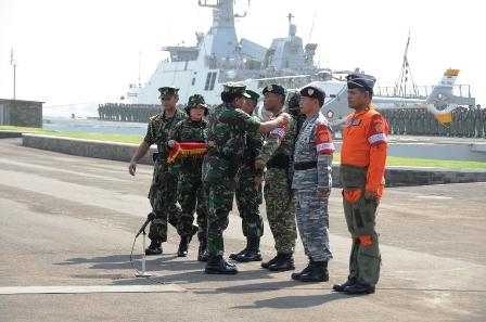 Panglima TNI Tutup Latgab TNI 2013 di Surabaya