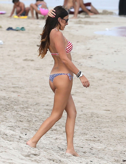 Claudia Romani – Bikini Candids in Miami