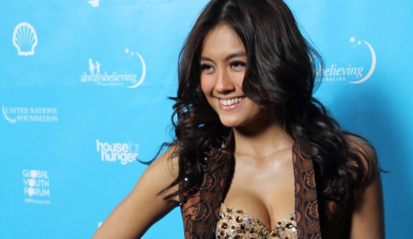 Foto Seksi Hot Agnes Monica di Grammy Award 2013