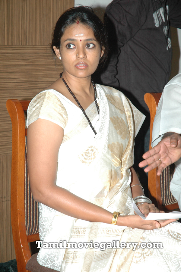 http://2.bp.blogspot.com/-MCC11b94Zh0/ThxtaTqF4lI/AAAAAAAAEkY/yzTHlD5BMjQ/s1600/Actress+Ranjitha+Latest+Press+Meet+Photos+%25288%2529.jpg