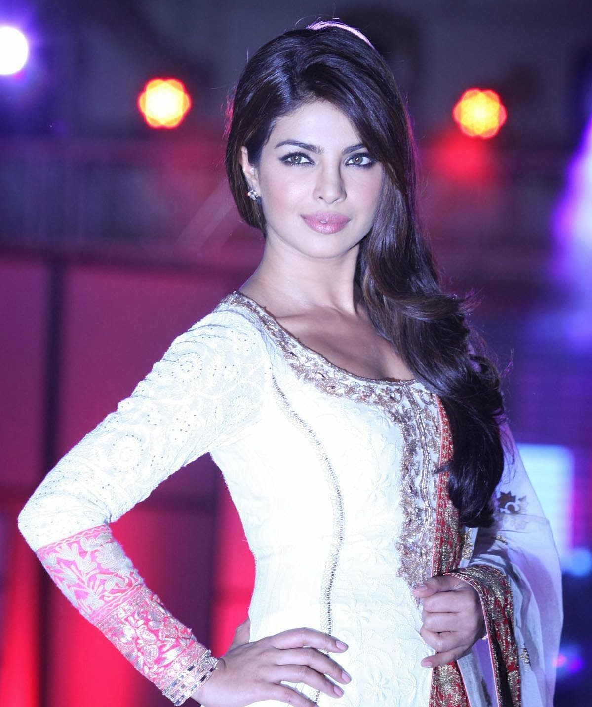 ... : HD Wallpapers and Images of Hot Bollywood actress Priyanka Chopra
