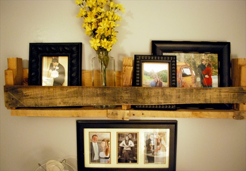 DIY Wooden Pallet Shelves With Storage