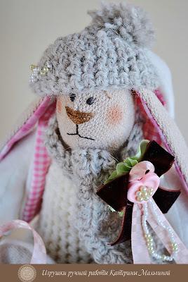 Зайка в розовом с сердечеком и шапочке Тильда
