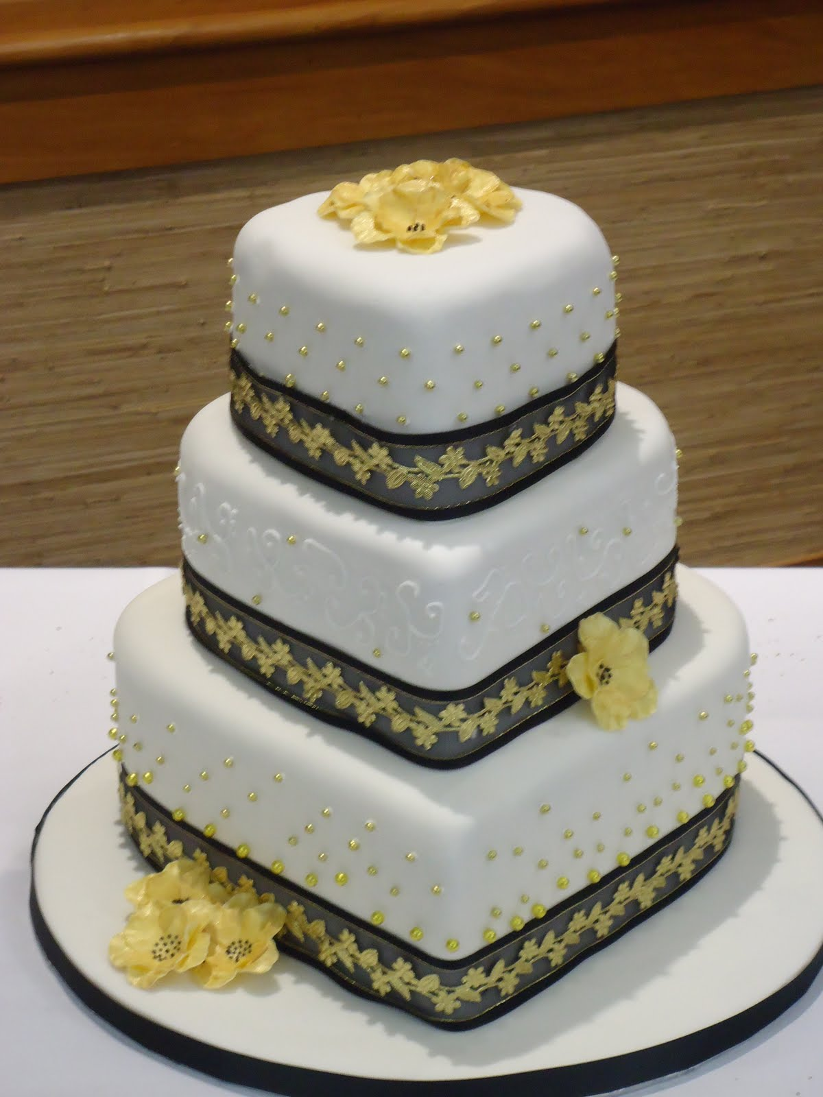 Black and Gold Wedding Cake | Fifi\'s Cakes