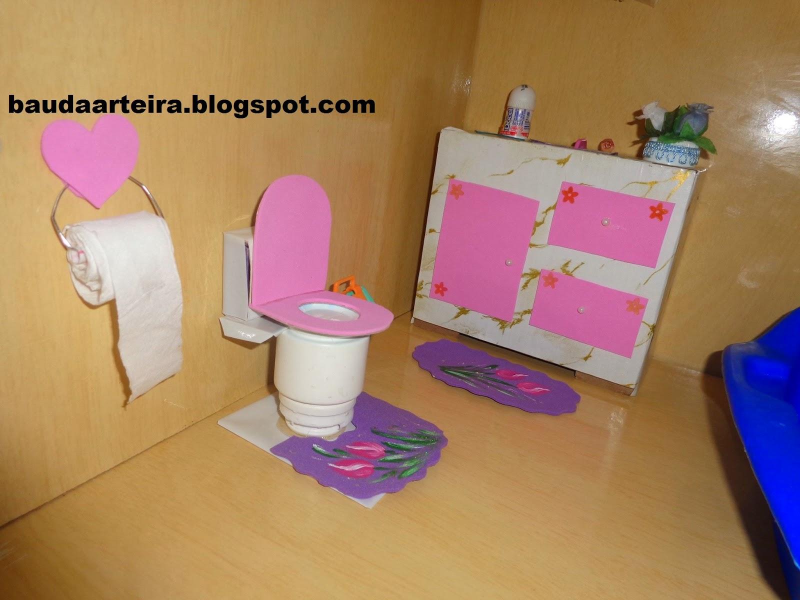 Baú da Arteira: ARTEIRICES PARA UMA CASA DE BONECAS (PARTE 3) #9F2C6F 1600x1200 Banheiro Da Barbie De Papelão