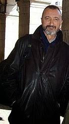 Arturo Pérez-Reverte - Autor