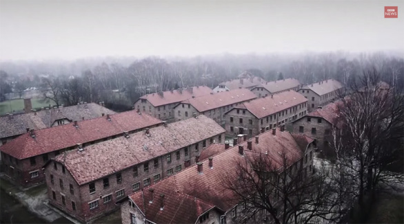 Drone captura inquietante video aéreo de Auschwitz 70 años despues