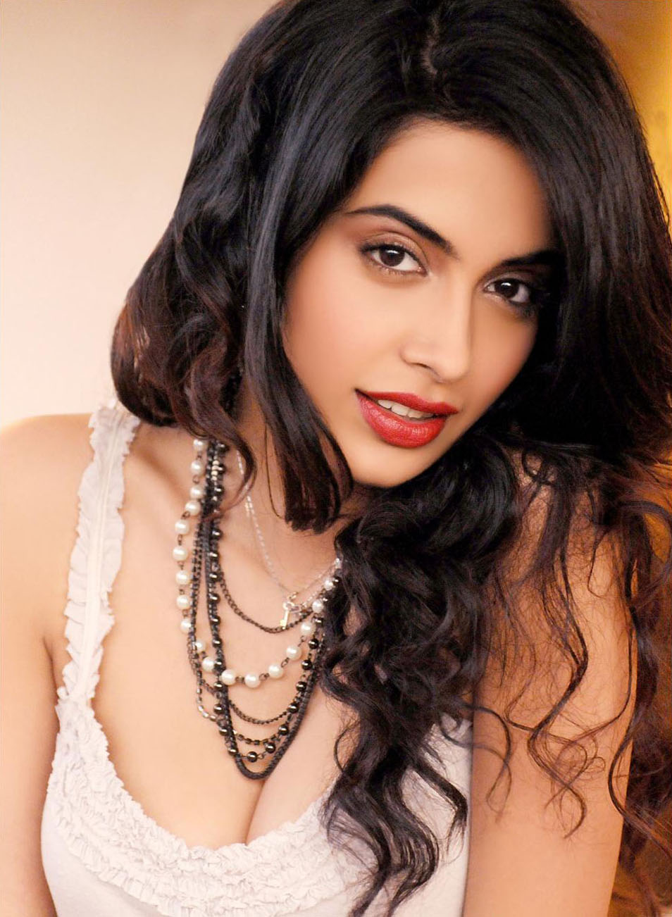 Panja Movie Actress Who Model Sarah Jane Dias Bikini Photo Shoot