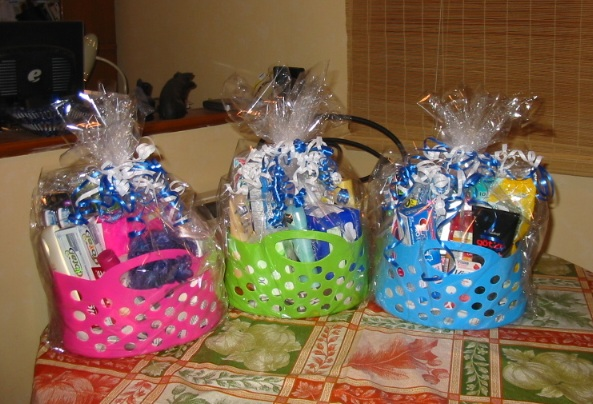 First off, here are the fundraiser gift baskets from last week(or was it the week before that one?) after I finished arranging/decorating them.