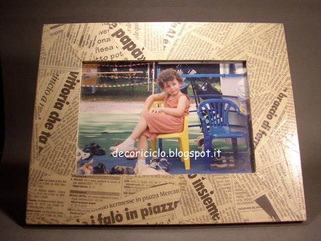 Portafoto con découpage di carta di giornale