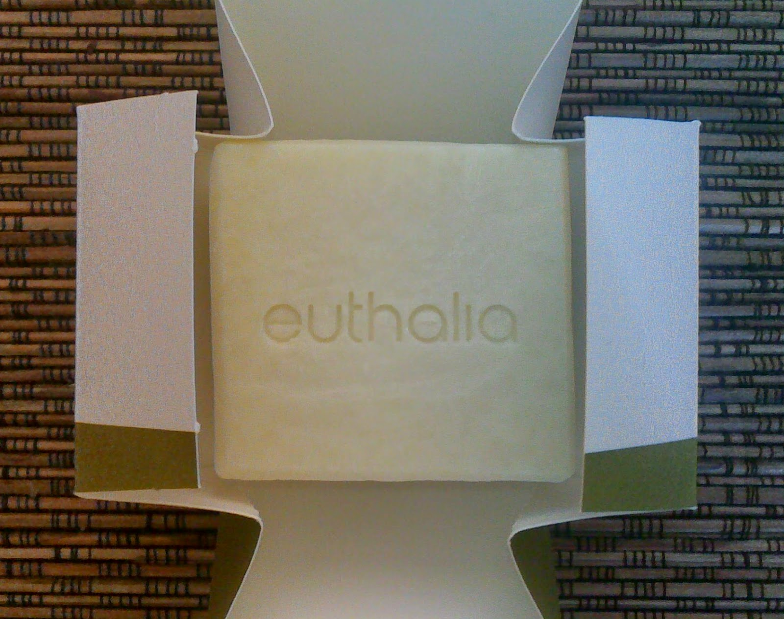 Unboxing Euthalia physis 100% handmade soap made of pure oil oil