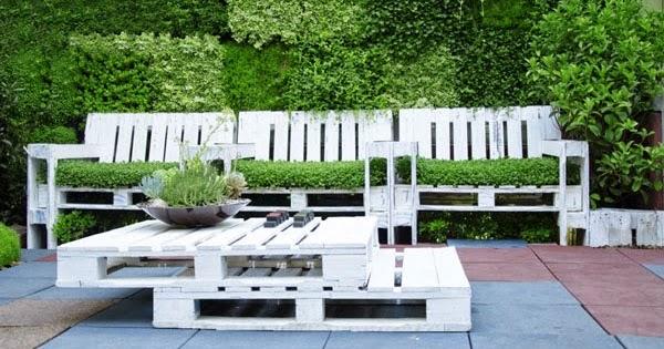 Set de butacas y mesa con palets para for Butaca de jardin