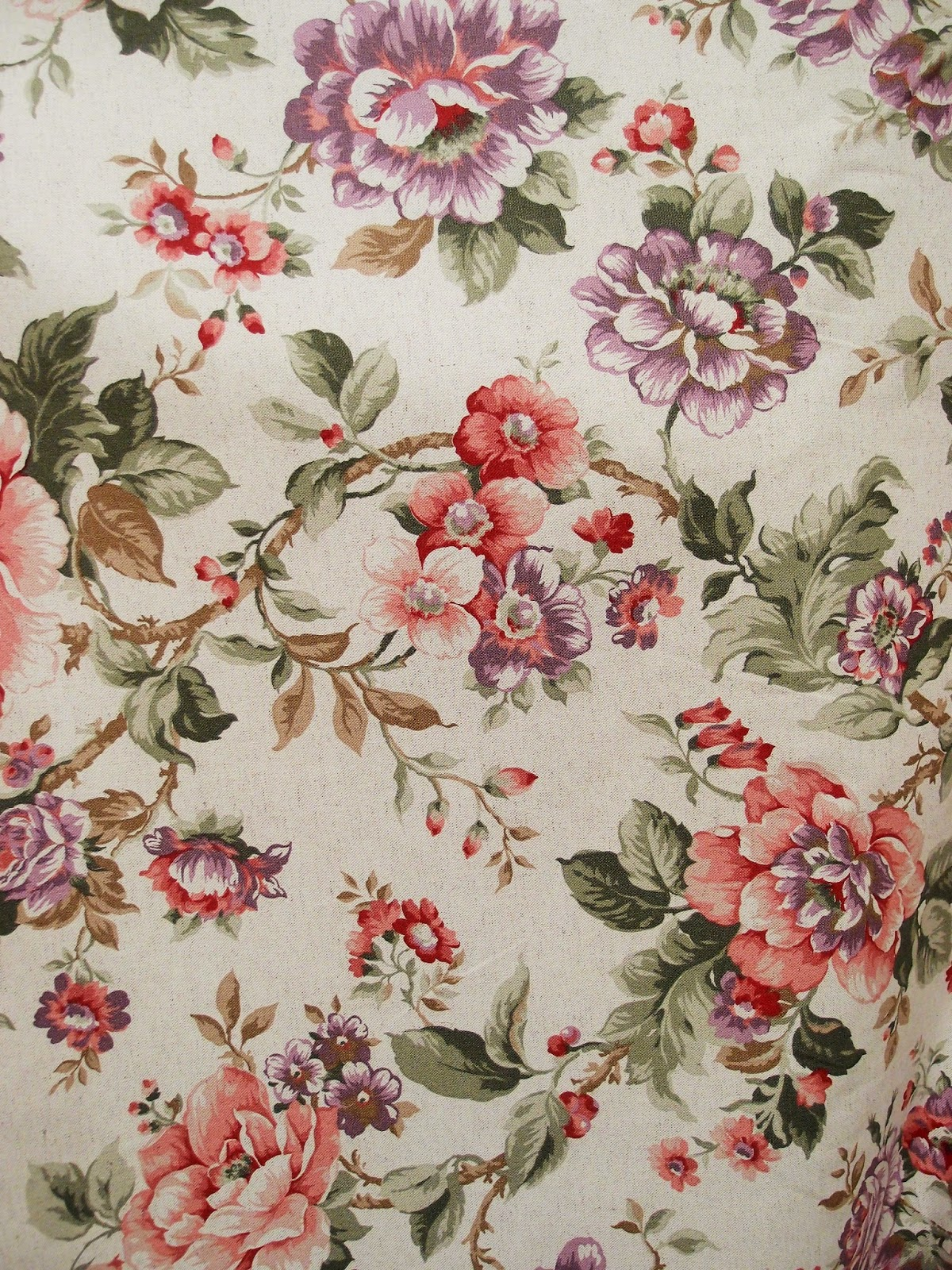 I tessuti di primavera con le rose. Arredare con i fiori - Antichità ...