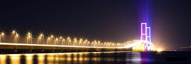 jembatan suramadu di malam hari