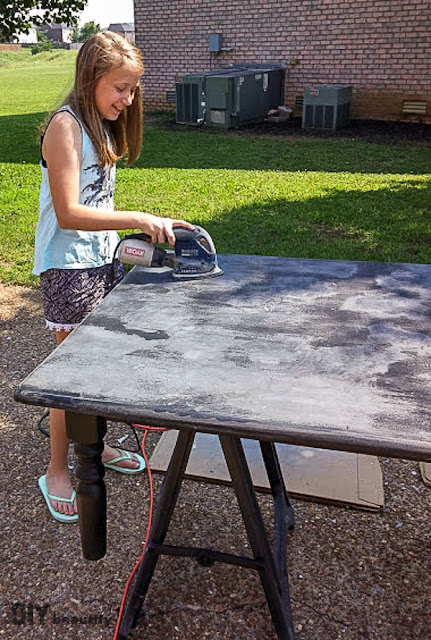 Don't throw that table away, stencil it for a fresh new look! This DIY is available at DIY beautify!