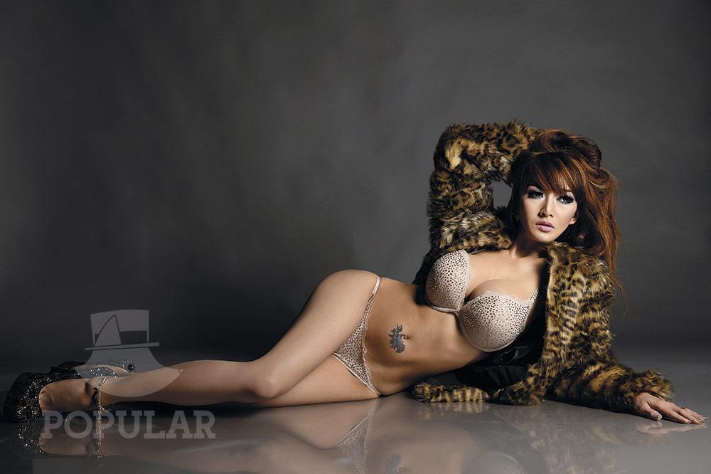 Foto Cantik Rhere Di Majalah Popular World