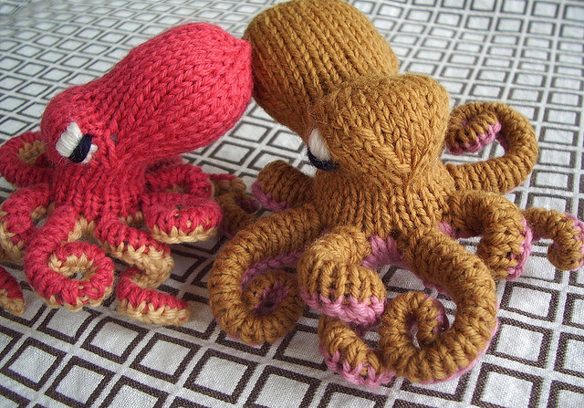 Knitting Pattern Octopus Toy : anna knits, etc.: knitting, etc. - octopus tea cosy