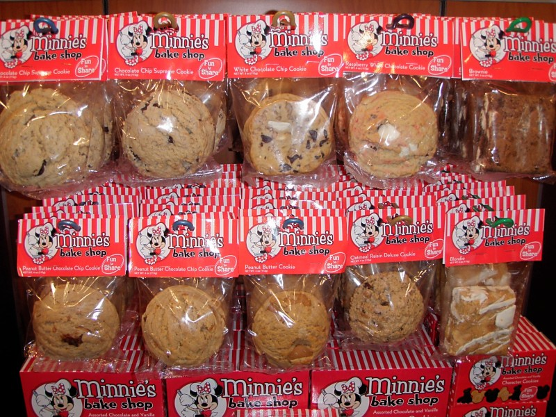 The Disney Diner Minnies Bake Shop Chocolate Chip Supreme Cookies