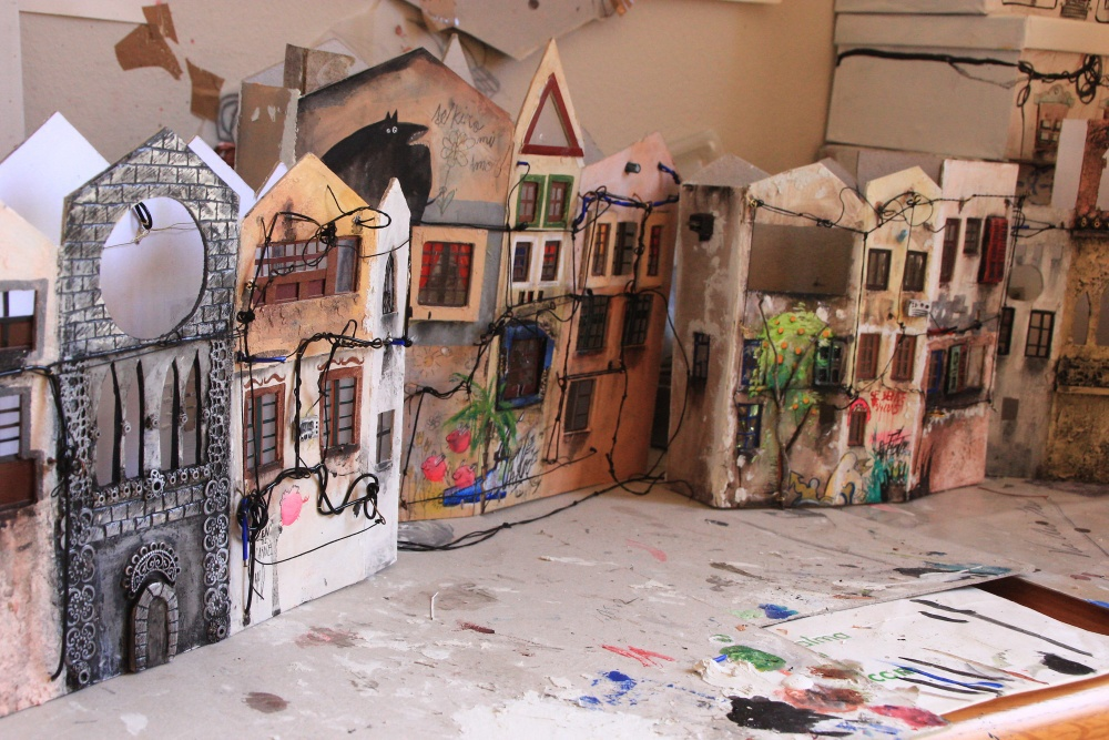 10-Katarina-Pridavkova-Fantasy-Architecture-in-Plaster-and-Clay-Town-www-designstack-co