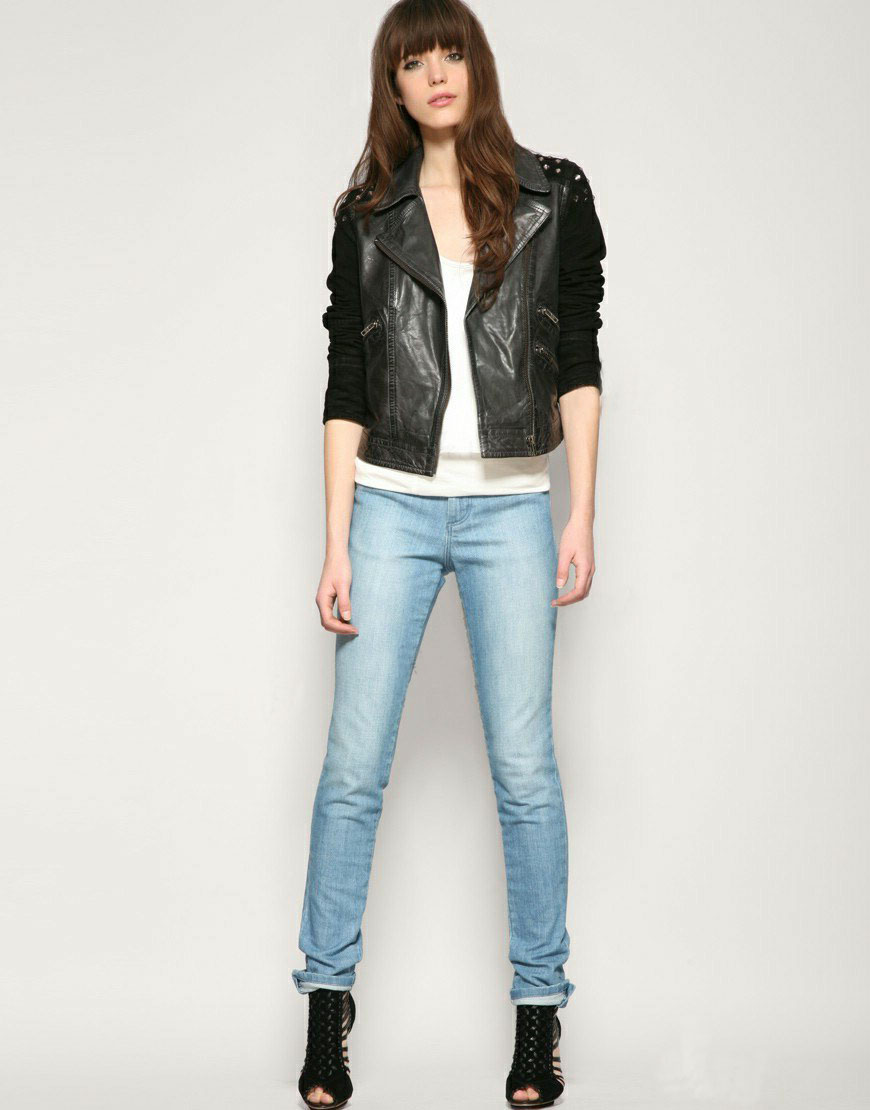 women's jeans Women's jeans come in all shapes, sizes and styles—and we've got one of the biggest selections out there. Whether skinny jeans are your style or you're a classic bootcut kind of girl, Levi's® has some of the best jeans for women as far as quality, variety and style are concerned.