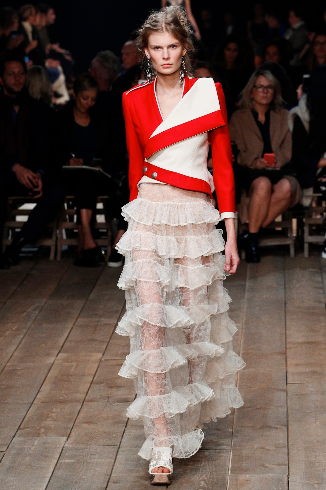 Paris Fashion Week, Spring 2016, Ready to Wear, pfw, rtw, runway fashion, Alexander MacQueen