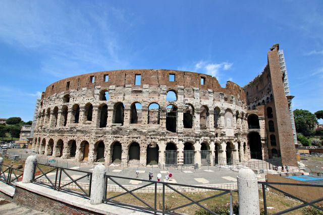 Spaziergang um das Colosseum in Rom - mit Kindern in Rom unterwegs Frühstück bei Emma