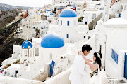PRE WEDDING PHOTO SHOOT IN SANTORINIWING AND LORNE