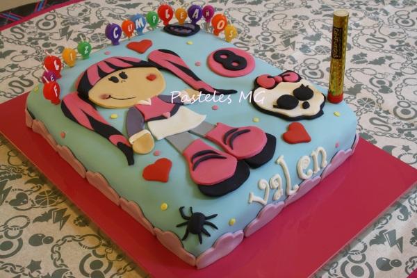 Pasteles MG: Inspiración Monster High! Tarta con Fofucha Draculaura.