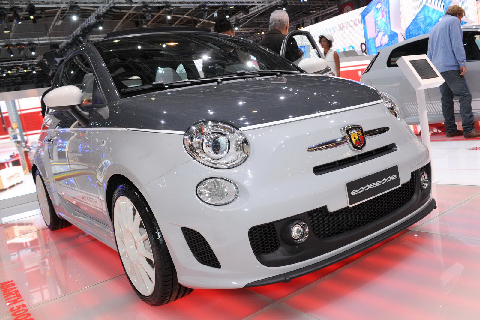 paris show abarth 500c esseesse. Black Bedroom Furniture Sets. Home Design Ideas