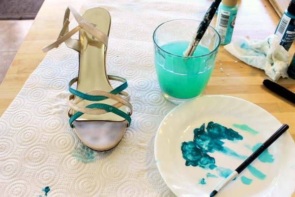 Did you love your wedding shoes? Use them again, try this paint makeover! #clever_nest