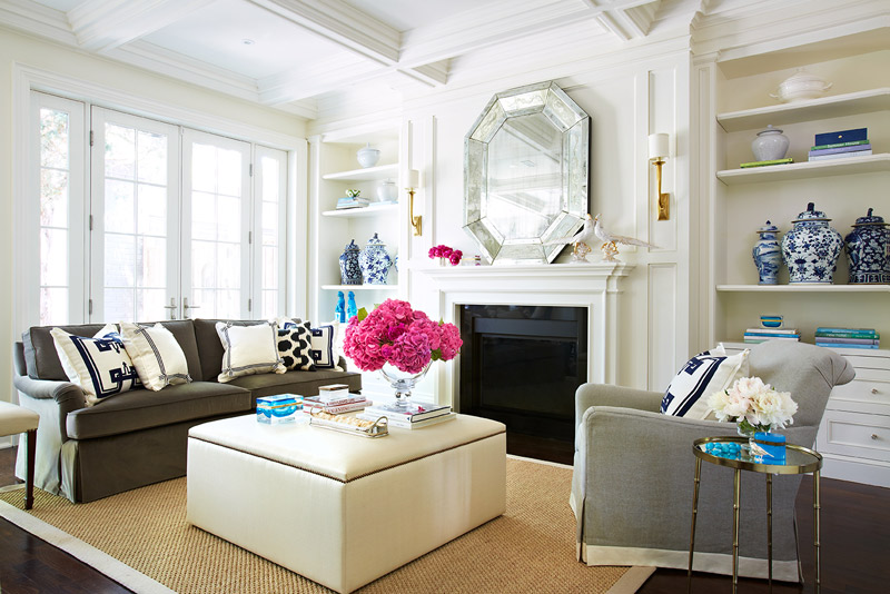 Beautifully seaside formerly chic coastal living for Hamptons living room designs