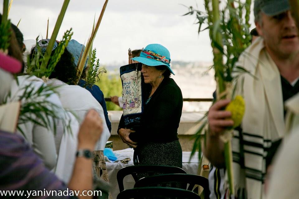 Gideon blowing shofar 33397793 hoshana rabbah blog