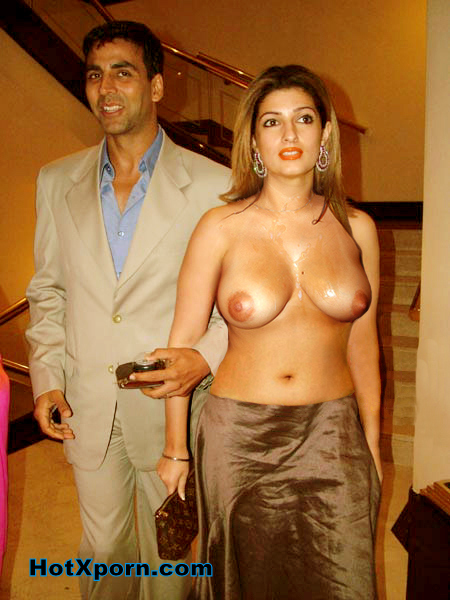Twinkle Khanna Walking Nude With Akshay