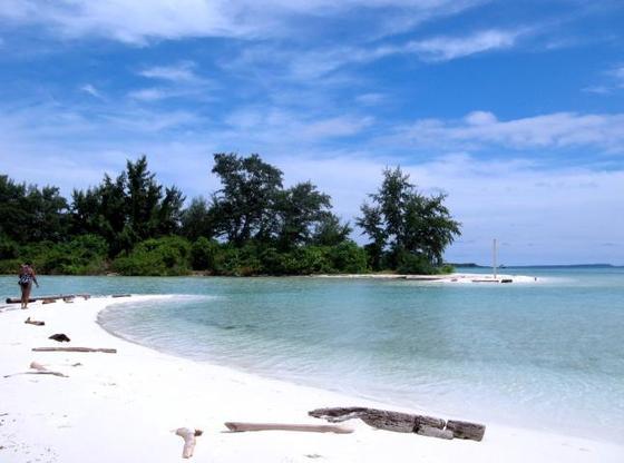 Amikom Blogger Community Goes To Karimunjawa - Karimunjawa Pantai Pasir Putih